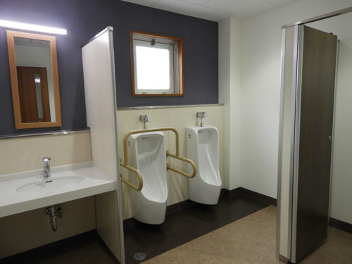 緑水園1階男子トイレ